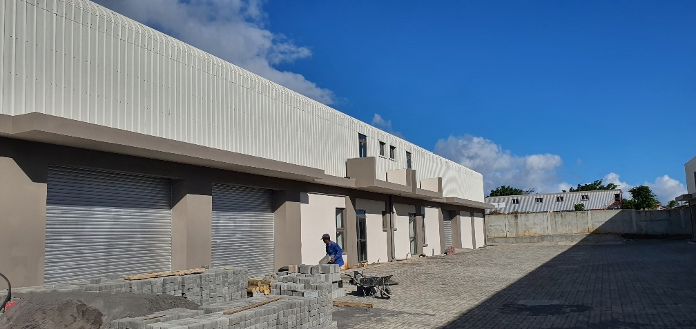 Brand new units of Industrial Building for rent at Bambous,  Geoffroy
