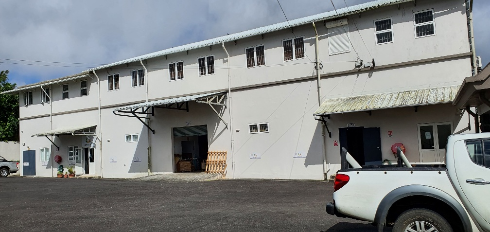 Ground floor warehouse of 652m² for rent near Mgr Leen street, Eau Coulée