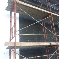 Weeklysafety.com exclusive safety meeting topic, specific to the construction industry, that provides guidance on the requirement for fall protection, minimum PPE requirements, training and falling object protection that pertain to all types of supported scaffolds.