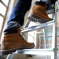 Weeklysafety.com exclusive safety meeting topic for construction workers that covers common step ladder hazards to avoid, ladder inspections, safe ladder set-up and use, a review of a tragic ladder incident, and relevant OSHA standards that pertain to ladder safety.