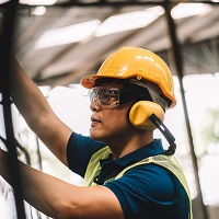Weeklysafety.com exclusive safety meeting topic for the construction industry that provides information on how head injuries may be prevented by the selection and use of appropriate head protection.