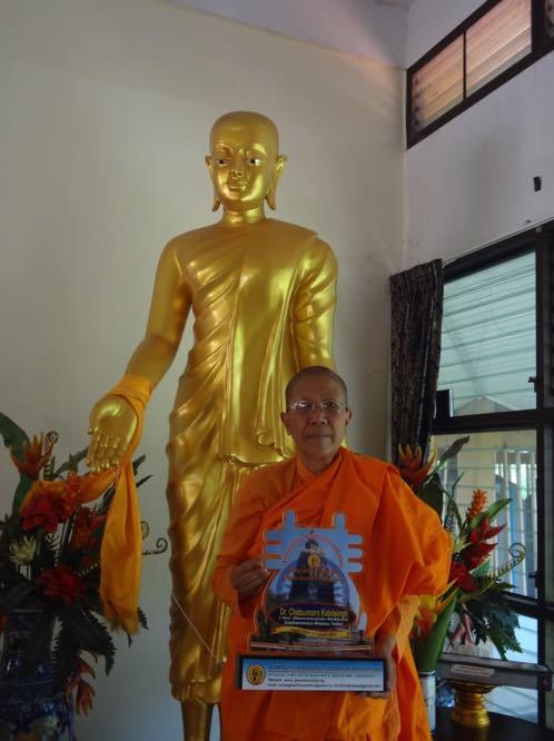 Ven. Dhammananda Bhikkuni receives an award