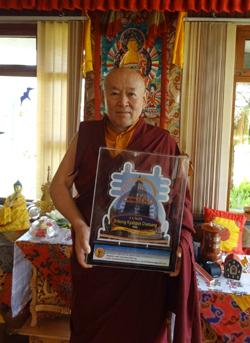 H.H. Kyabgon Chetsang receives an award