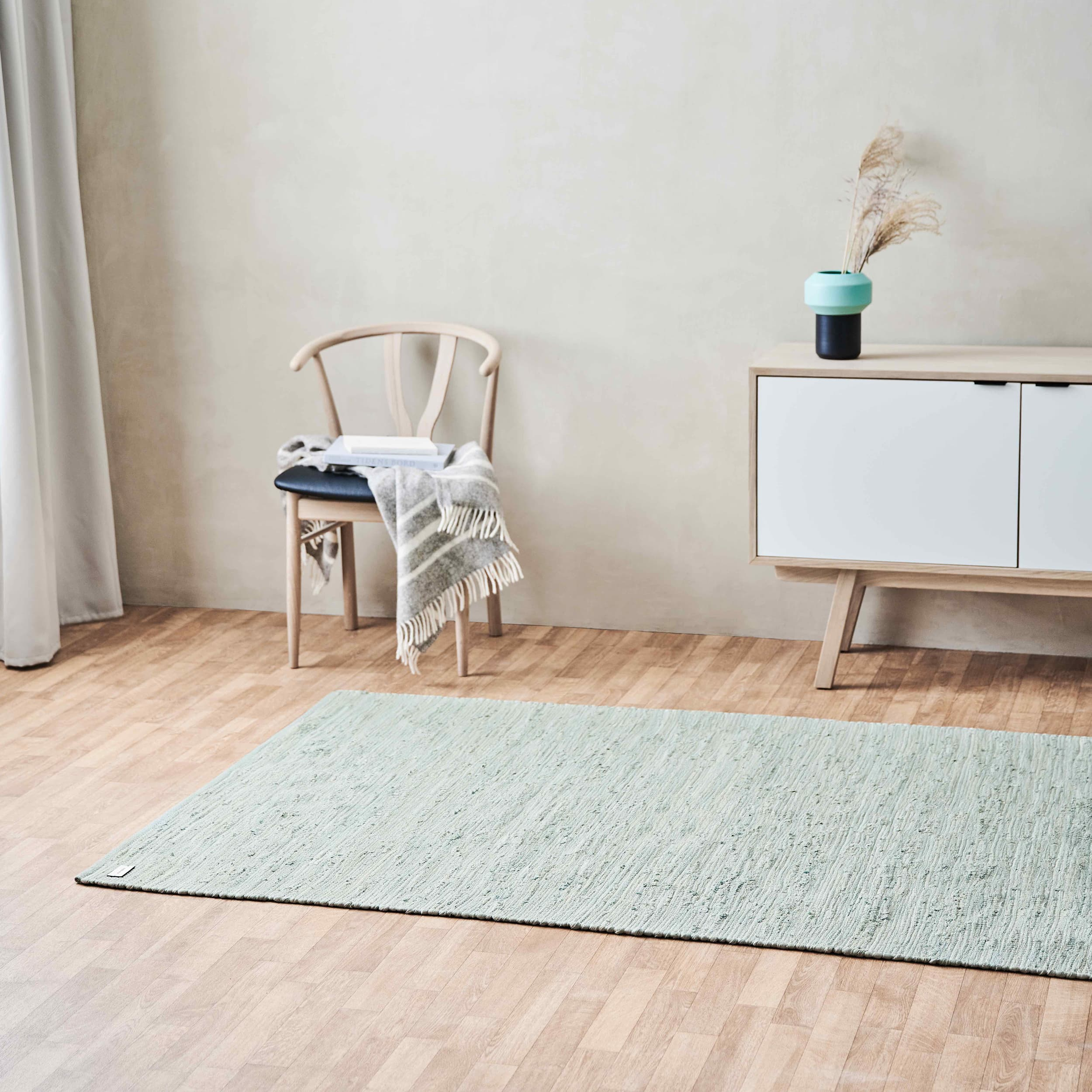 Picture of: Taeppet I Stuen Rug Solid Journalen