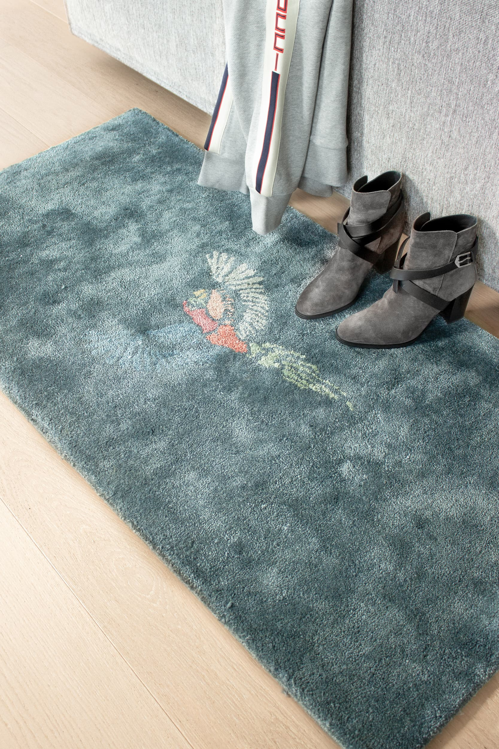 Bamboo Silk Tufted Parrot Rug