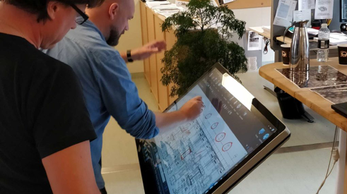 interactive touch table running Intuiface
