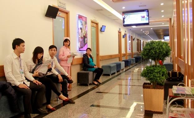 Sảnh chở tại Bệnh viện Hồng Ngọc
