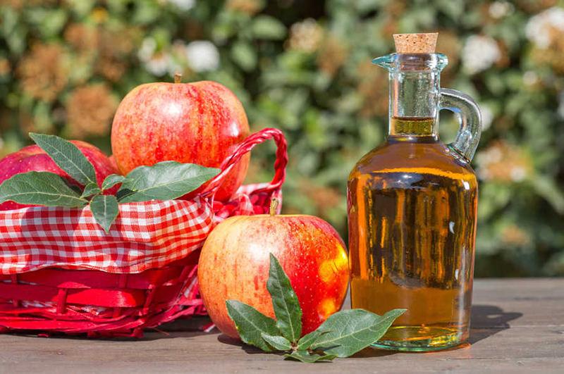 Trị mụn lưng bằng giấm táo