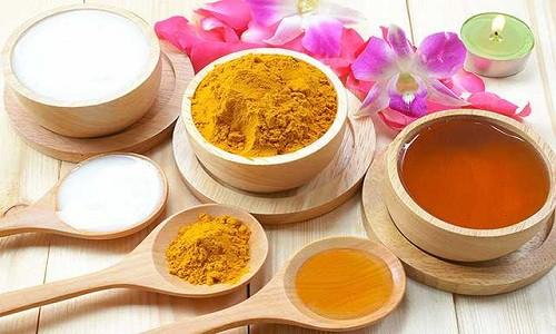 Cách trị mụn bằng nghệ tươi, tinh bột nghệ mật ong tại nhà
