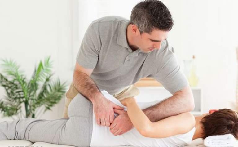 Khi bị đau lưng bên trái dù chưa biết nguyên nhân gì nhưng người bệnh cần nghỉ ngơi, mát-xa thư giãn