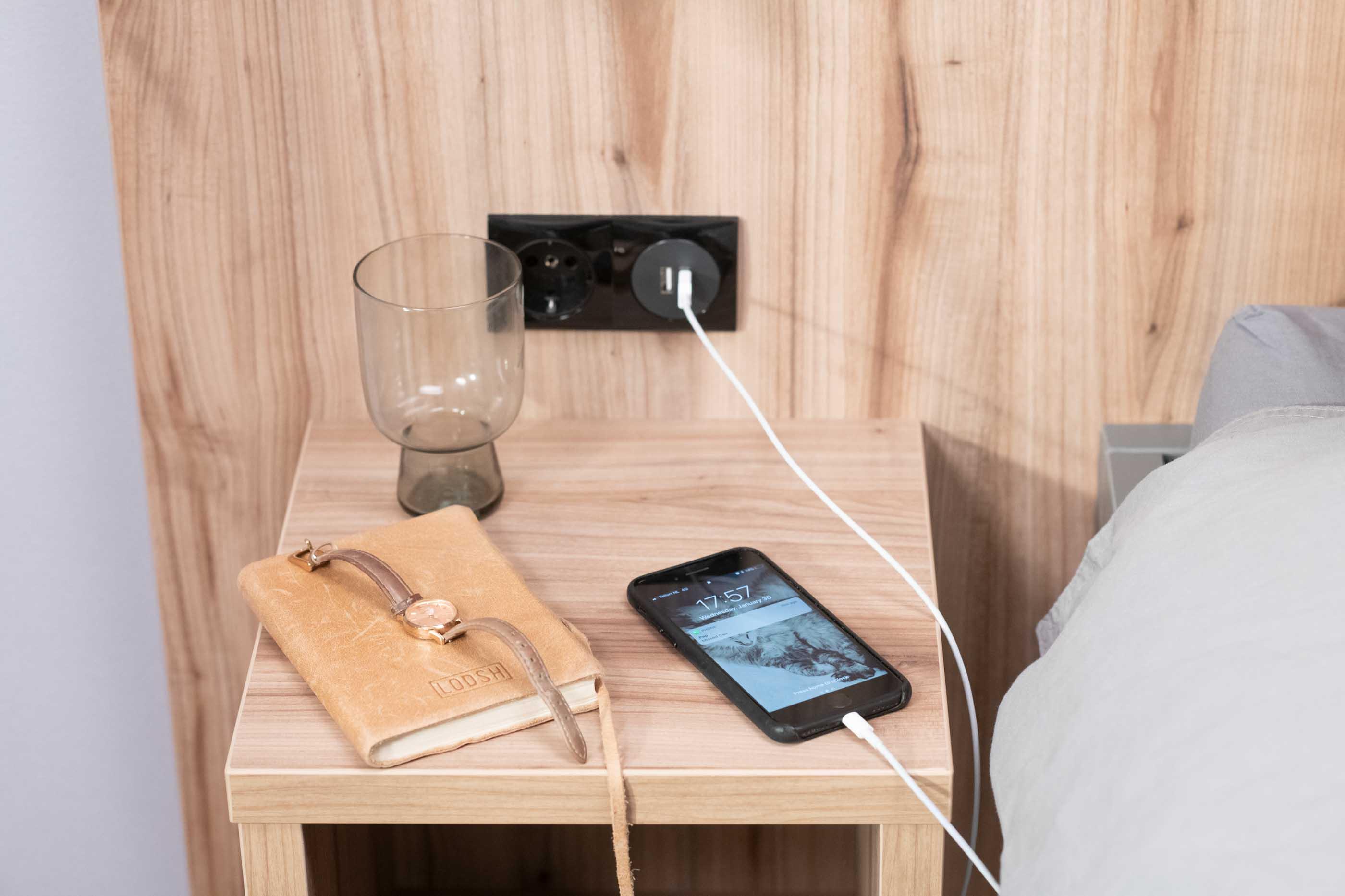 1-bedroom Apartment in OurDomain Amsterdam Diemen Interiors - Bedside table
