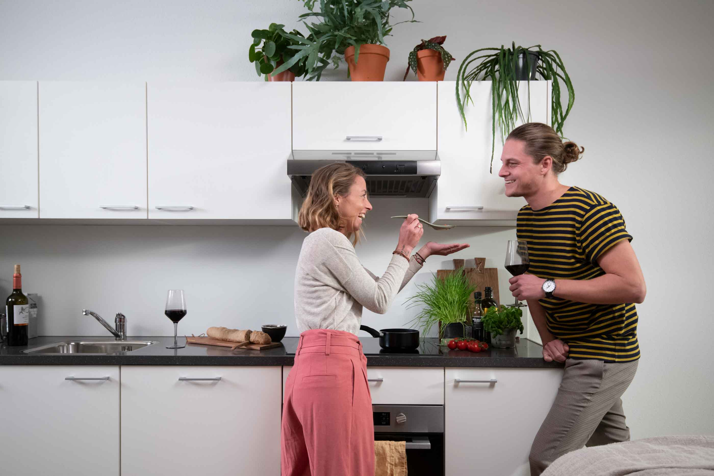 1-bedroom Apartment in OurDomain Amsterdam Diemen Interiors - Couple cooking in the kitchen