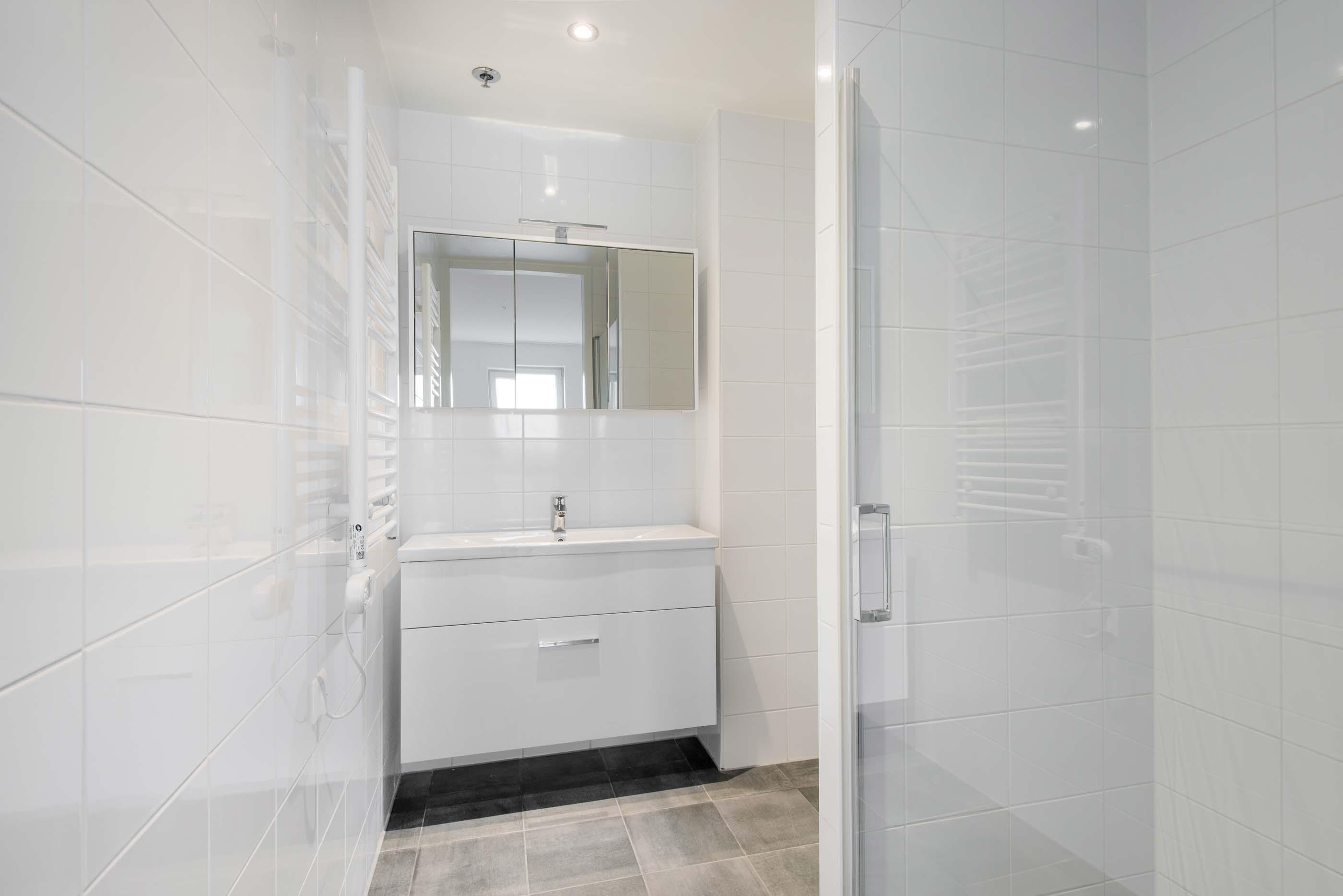 1-bedroom unfurnished apartment in OurDomain Amsterdam Diemen - interior design of bathroom
