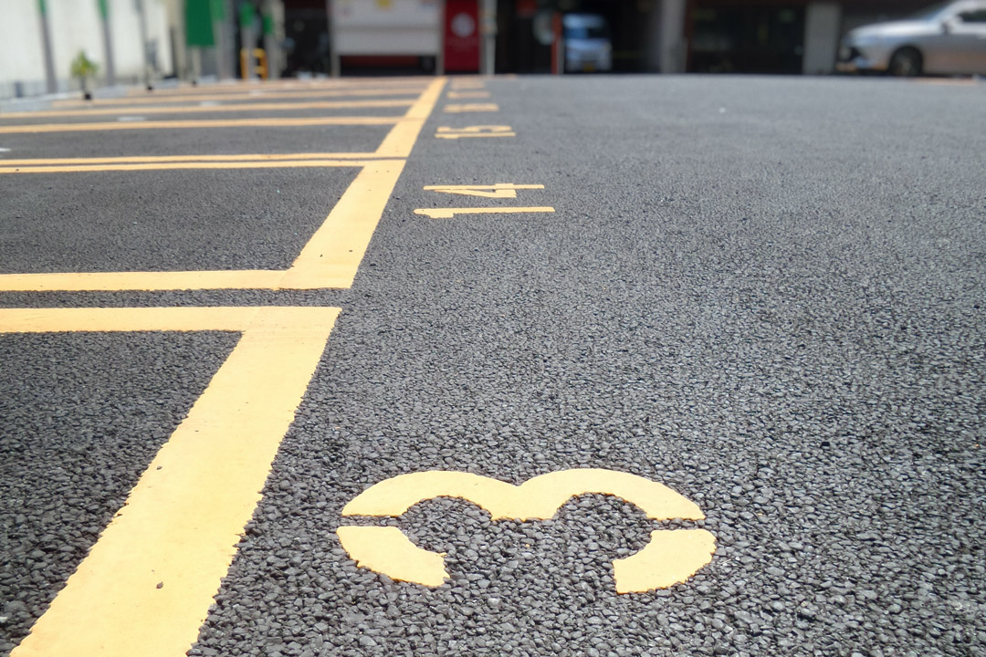 Parking yellow signage