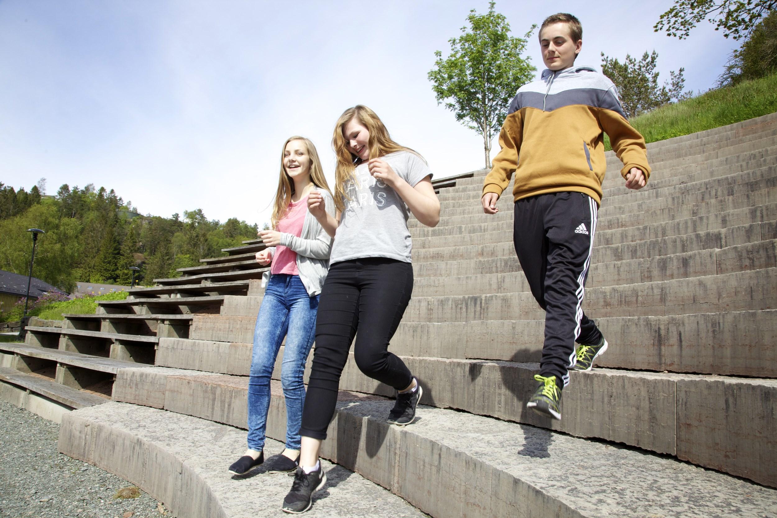 Ungar i amfiet på Suldal kulturhus