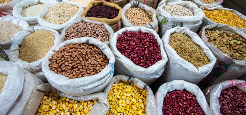 grains and legumes in bulk for sale at market
