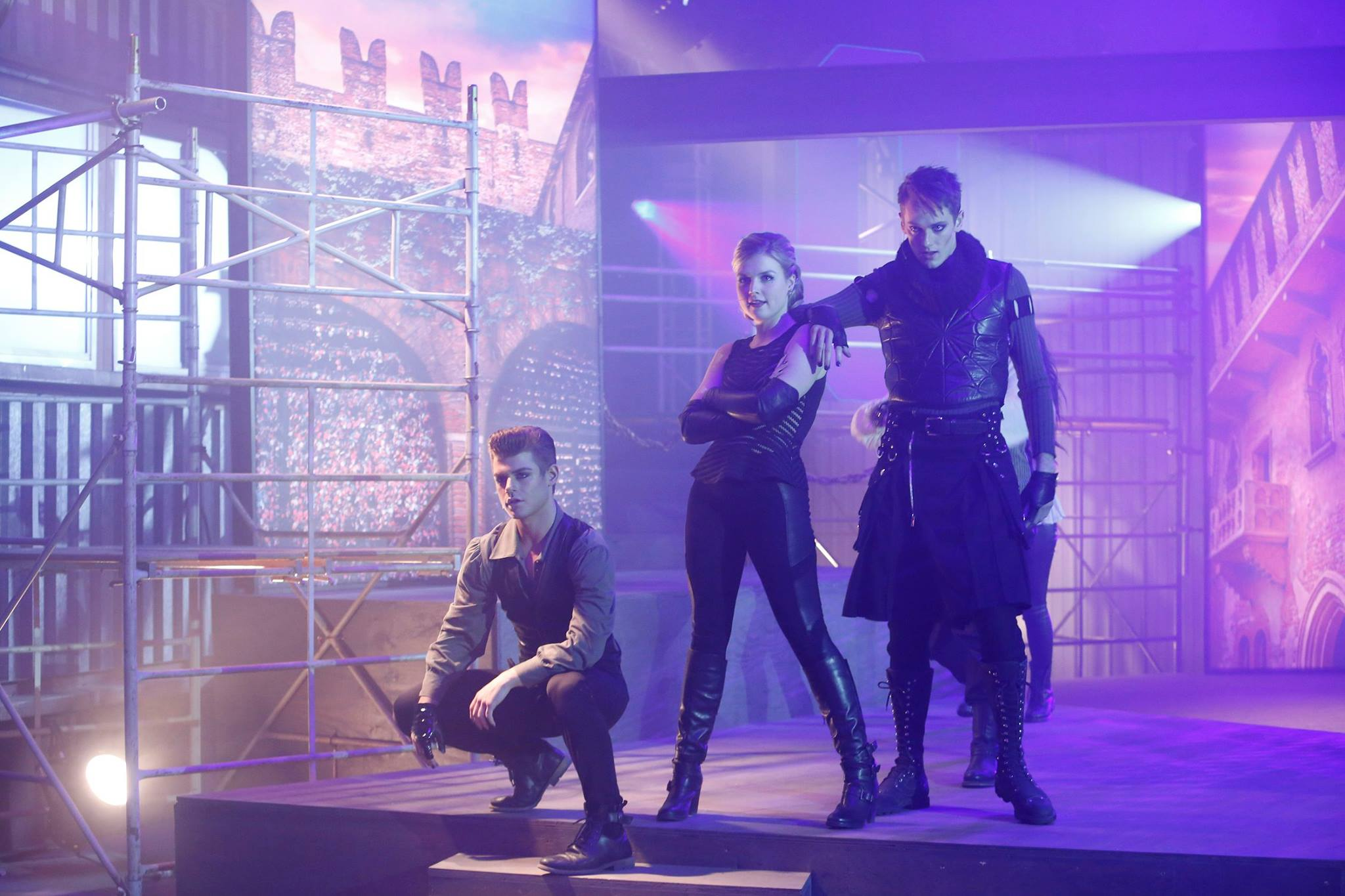Tv-commercials-the-fosters-asher-entertainment-tv-show-dance-dancers-posing-fight-choreo-stage-set-promo