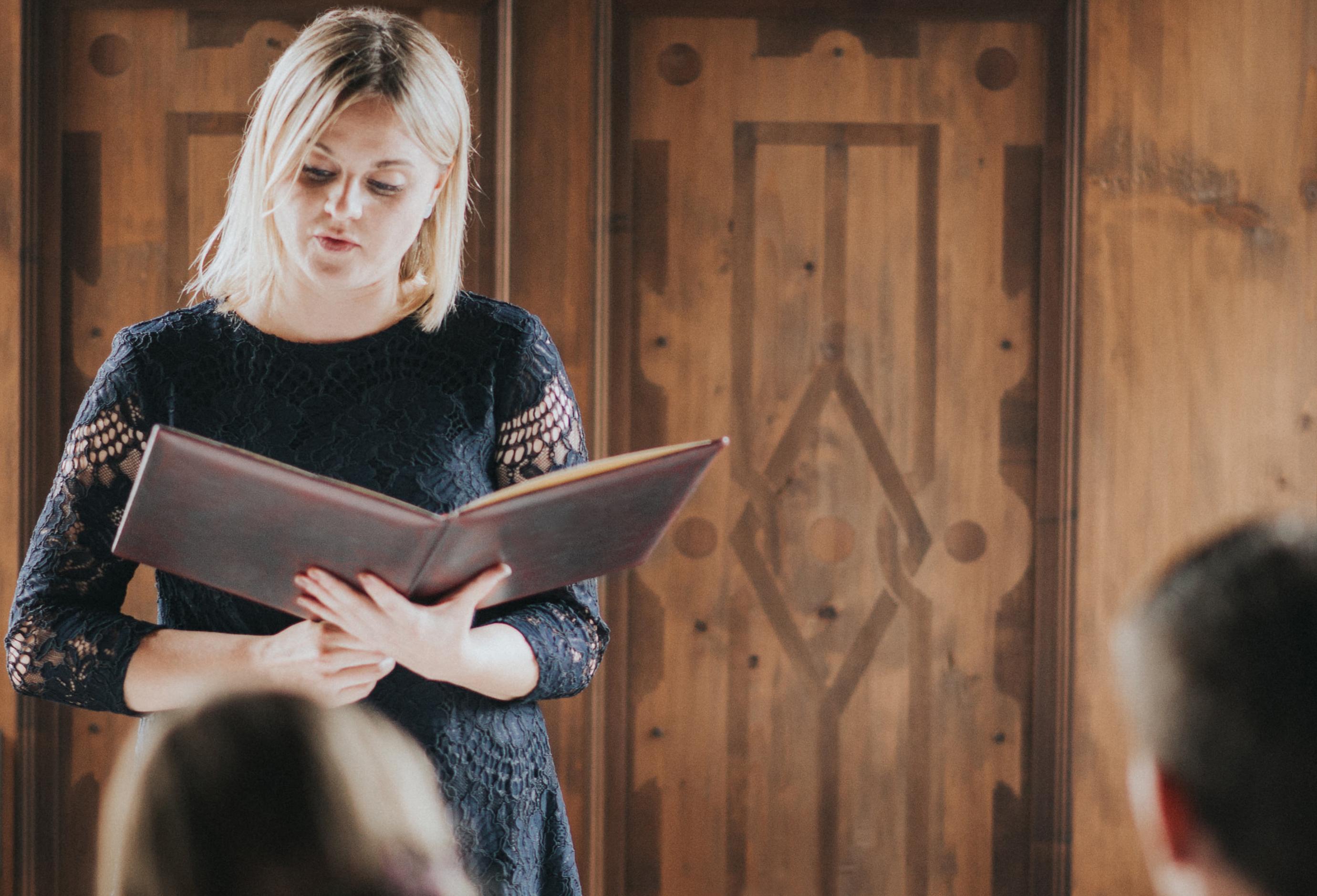 Cornelia Gassner | Rednerin für eure Freie Trauung