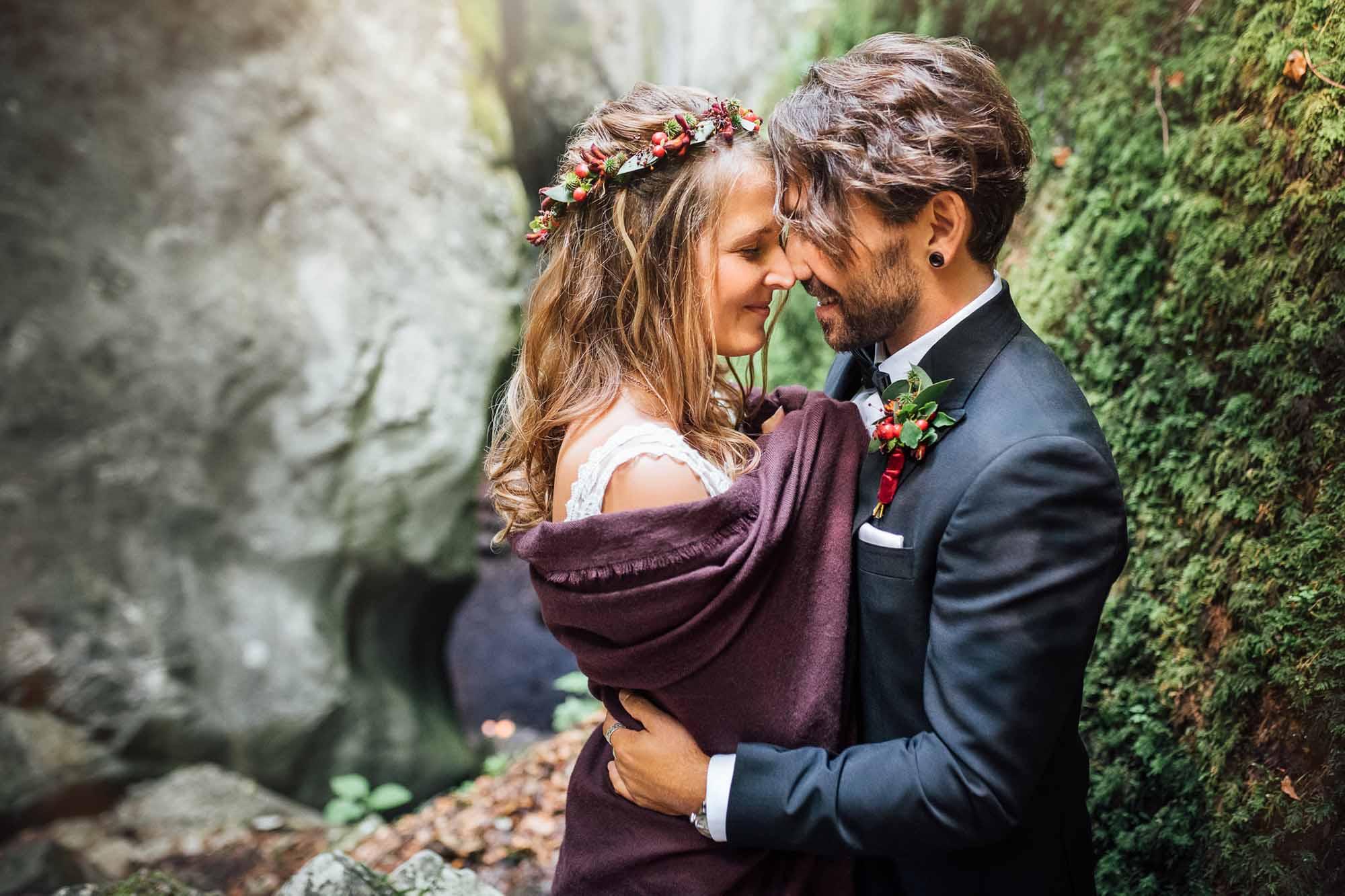 Elopement-Hochzeit in natürlicher Kathedrale