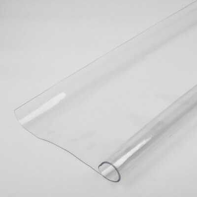 Transparent plastic sheet, plastic sheet roll, transparent plastic