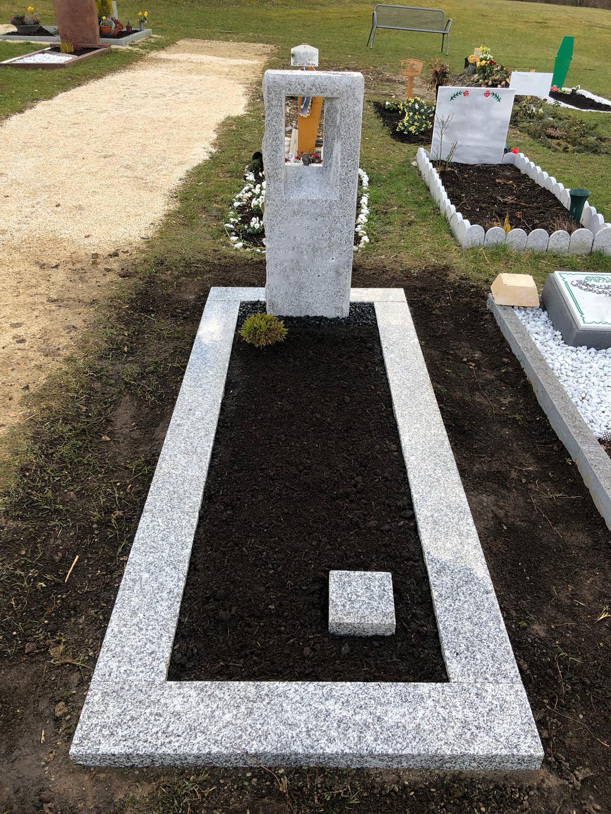 moderner Grabstein ,Grabstein mit Vogel ,Grabstein mit Bronze