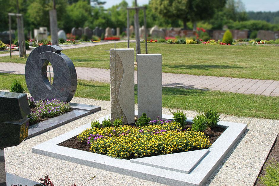 schöne günstige und moderne Grabsteine vom Steinmetz und Bildhauer Messerschmidt aus ihrer region