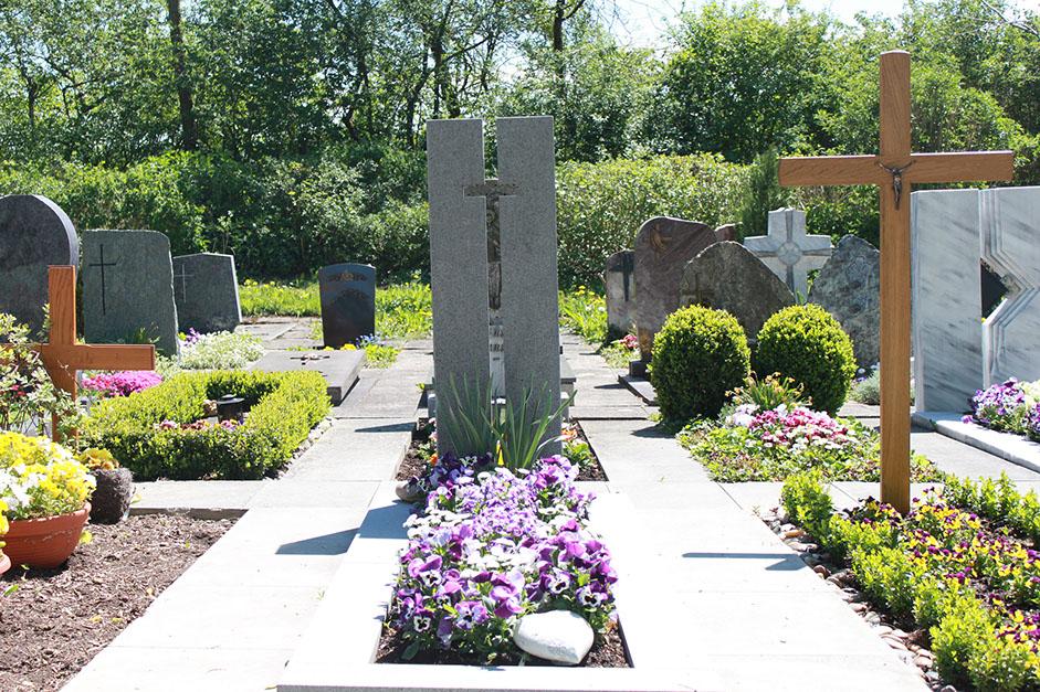 schöne günstige und moderne Grabsteine vom Steinmetz und Bildhauer Messerschmidt aus Deutschland