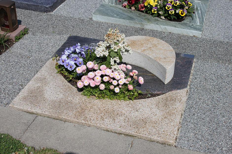 schöne günstige und moderne grabsteine vom steinmetz und bildhauer messerschmidt in deutschland crailsheim pullheim