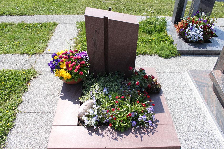 schöne günstige und moderne Grabsteine vom Steinmetz und Bildhauer Messerschmidt aus Crailsheim Deutschland in Recklinghausen