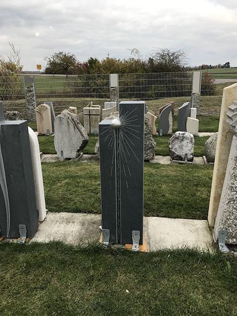 schöne günstige und moderne Grabsteine vom Steinmetz und Bildhauer Messerschmidt in ihrer Region