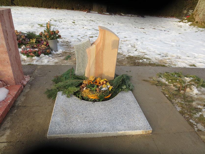 schöne, günstige und moderne Grabsteine vom Steinmetz und Bildhauer Messerschmidt aus Deutschland.