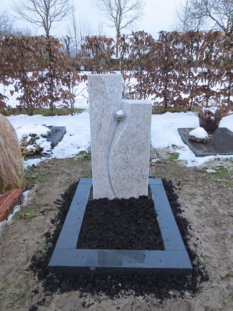 schöne günstige und moderne Grabsteine vom Steinmetz und Bildhauer Messerschmidt in Crailsheim Deutschland Trier