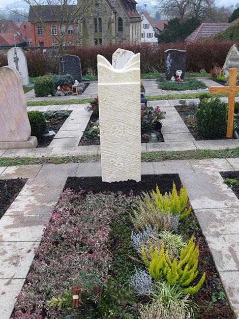 schöne günstige und moderne Grabsteine vom Steinmetz und Bildhauer Messerschmidt aus Crailsheim Deutschland Troisdorf