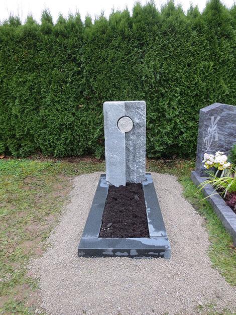 schöne, günstige und moderne Grabsteine vom Steinmetz und Bildhauer Messerschmidt in Crailsheim aus Deutschland Ulm
