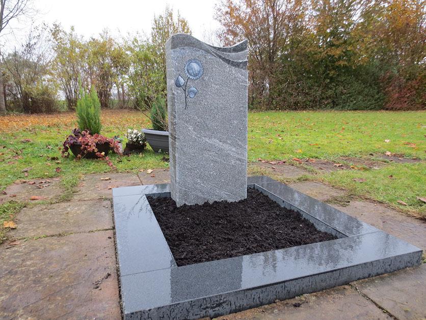 Granit einzelgrabstein schöne günstige und moderne Grabsteine vom Steinmetz und Bildhauer Messerschmidt aus Crailsheim in Deutschland