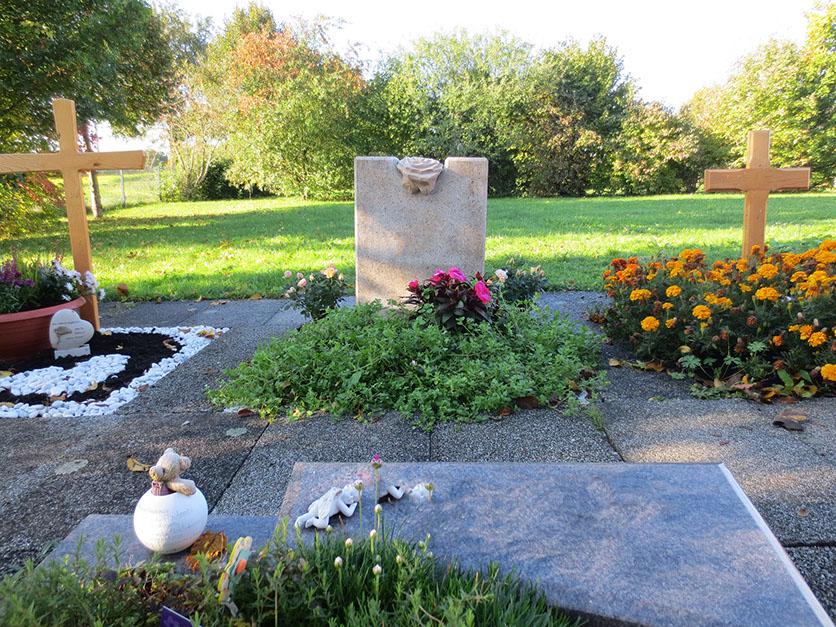 schöne günstige und moderne grabsteine vom steinmetz und bildhauer messerschmidt in crailsheim aus deutschland villingen schwenningen