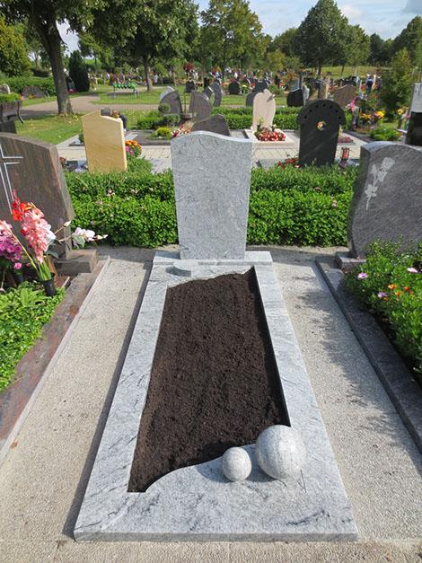 schöne günstige und moderne Grabsteine Einzelgrabstein aus Granit in Wolfenbüttel vom steinmetz und bildhauer messerschmidt in crailsheim
