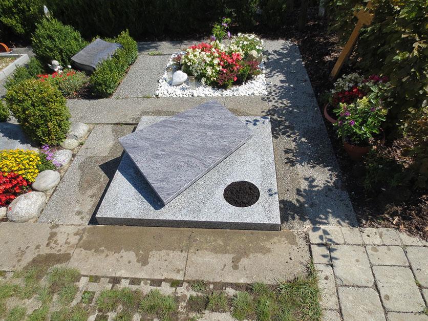 Plattengrab Granit Stein in Wolfsburg deutschland.