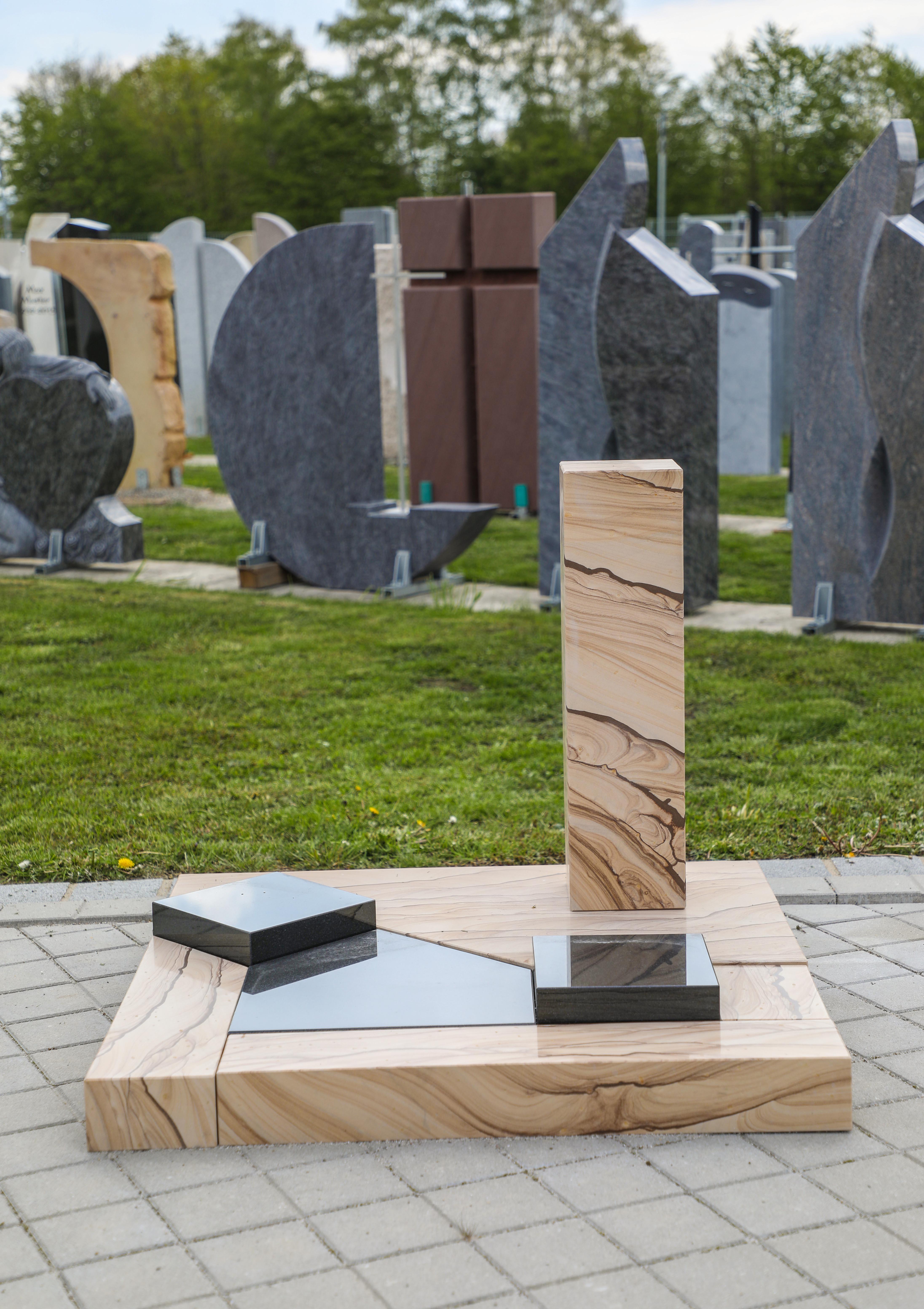 schöne günstige und moderne Grabsteine Urnengrabstein aus Sandstein mit Einfassung vom Steinmetz und Bildhauer Messerschmidt aus Deutschland in Crailsheim