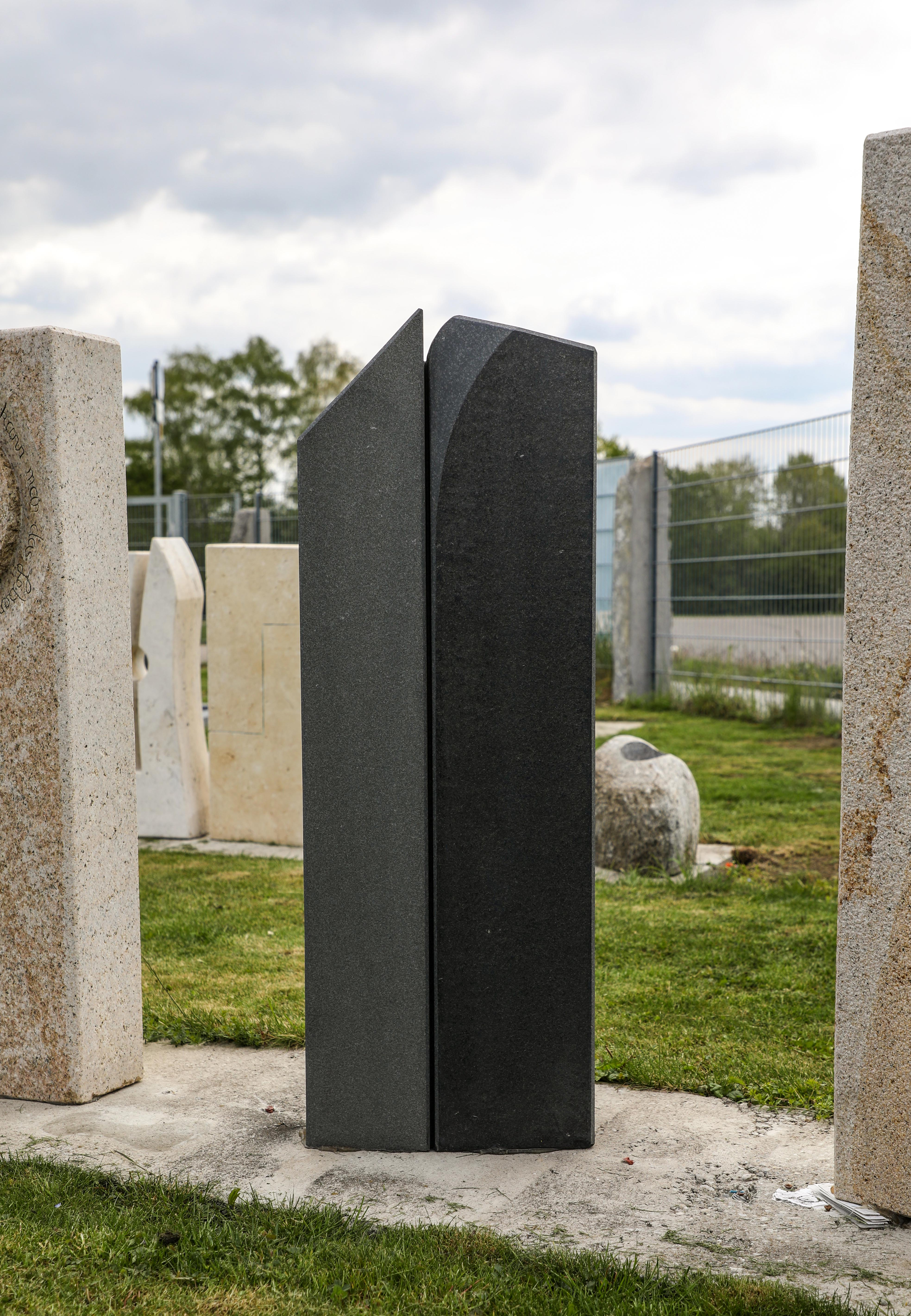 schöne günstige und moderne Grabsteine Einzelgrabstein aus Granit in Deutschland