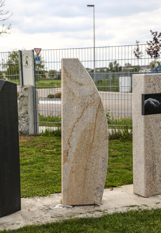 schöne günstige und moderne Grabsteine Einzelgrabstein Sandstein