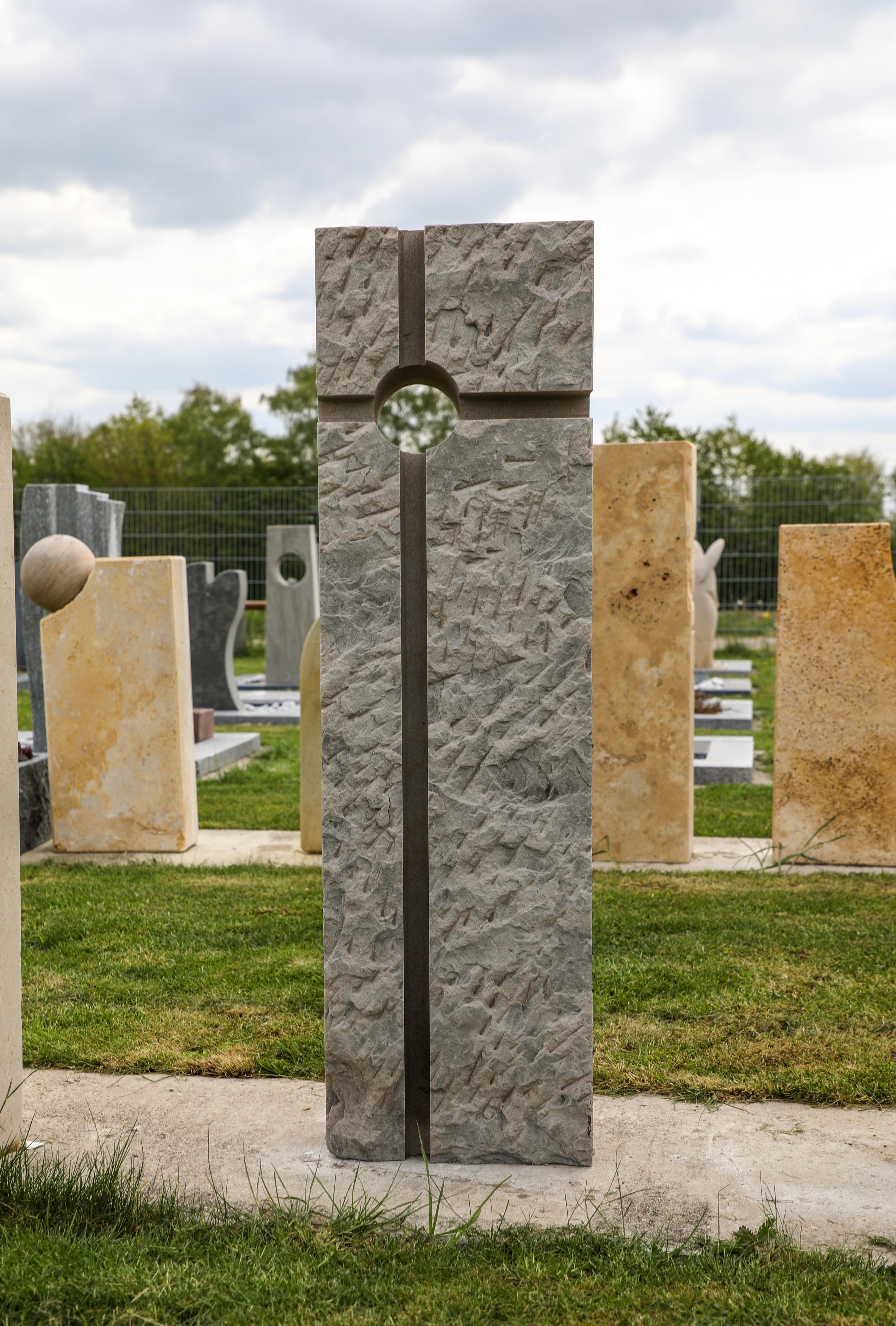 schöner günstiger und moderner Grabstein Einzelgrabstein in Deutschland