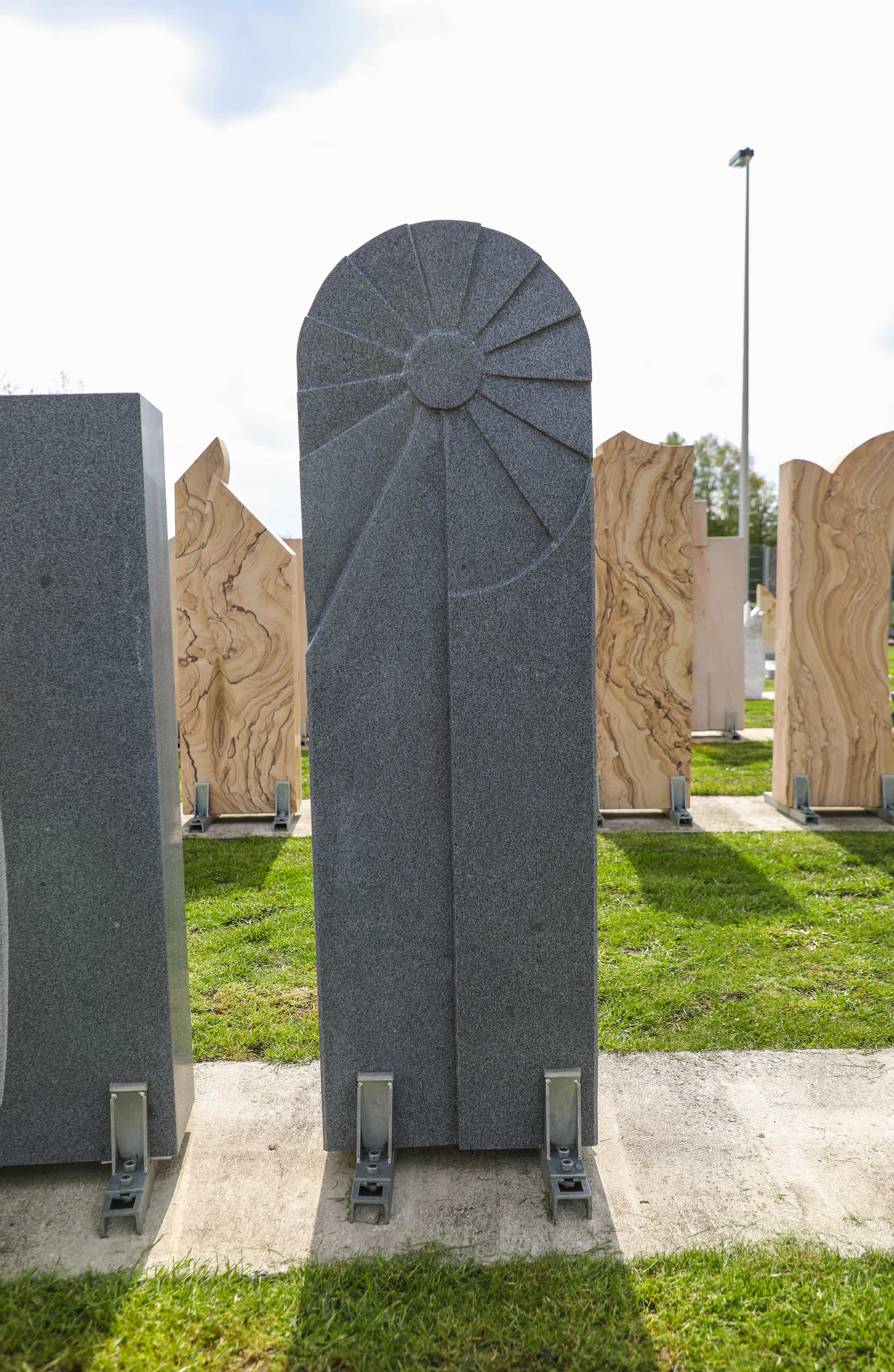 schöne günstige und moderne Grabsteine Einzelgrabstein in Deutschland produziert Grabstein preise Grabstein kosten Grabstein kaufen Grabstein online