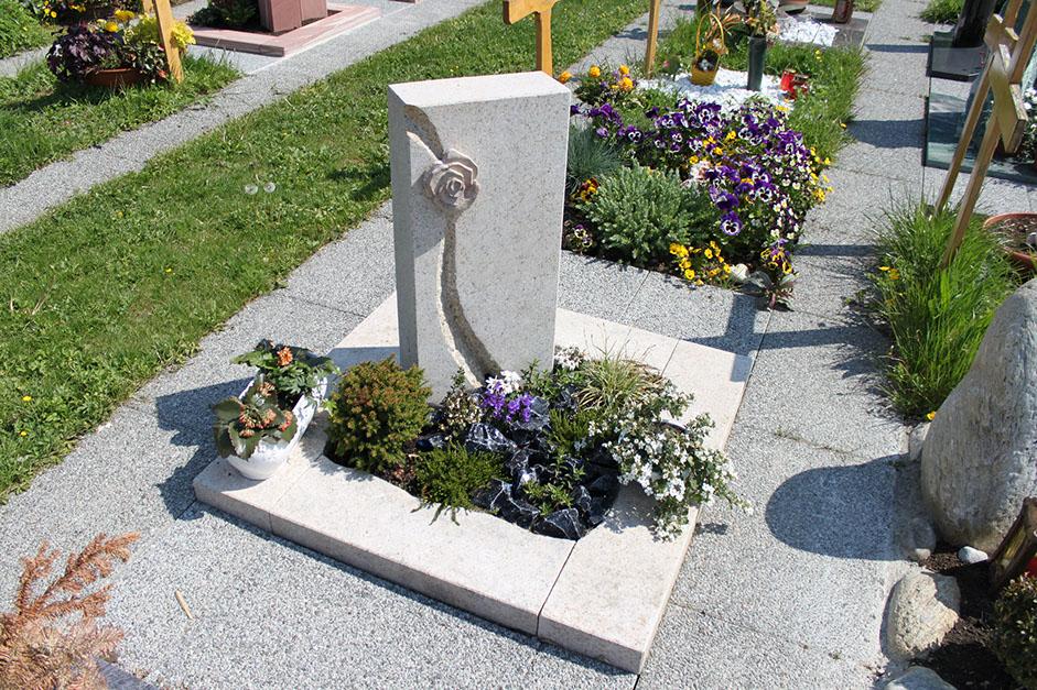 schöne günstige und moderne Grabsteine vom Steinmetz und Bildhauer Messerschmidt aus Deutschland in Crailsheim Rostock