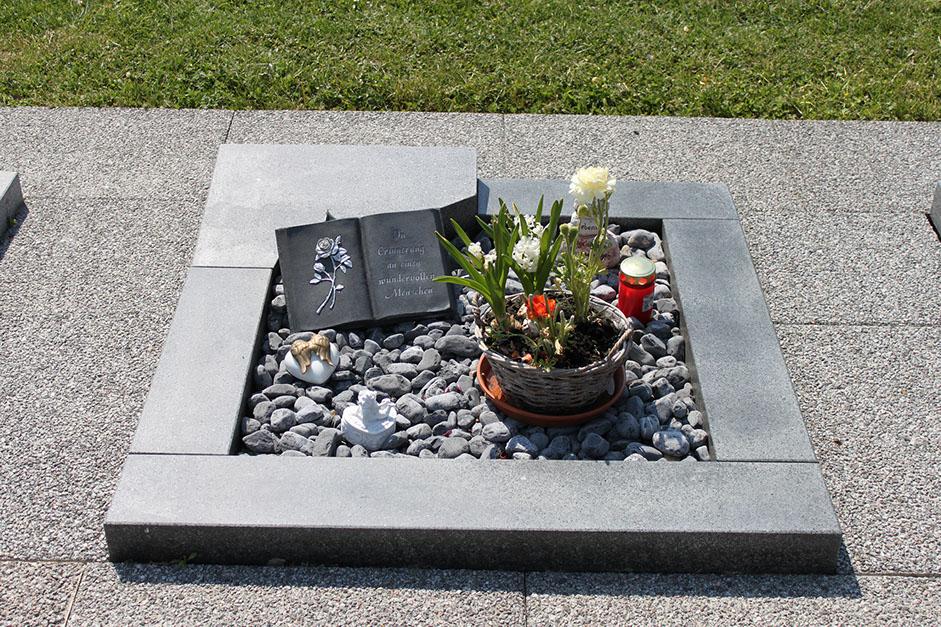 schöne günstige und moderne Grabsteine vom Steinmetz und Bildhauer Messerschmidt in Crailsheim Deutschland Remscheid