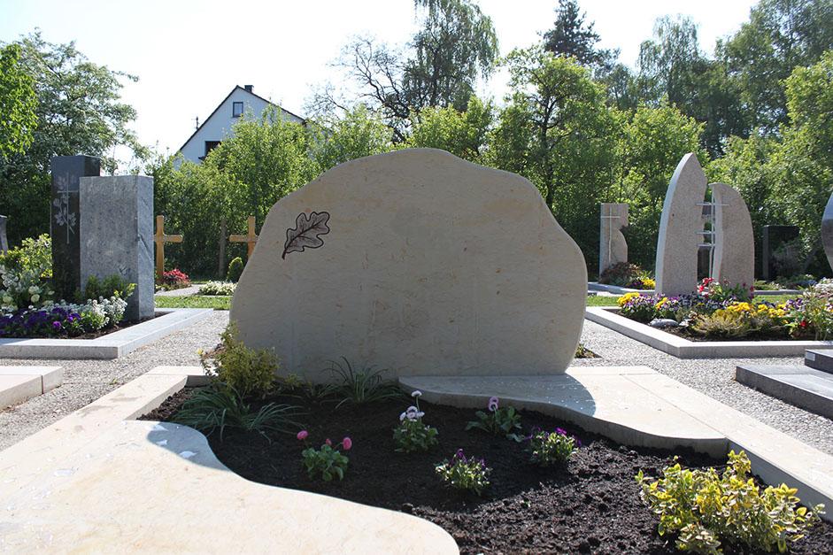 schöne günstige und moderne Grabsteine vom Steinmetz und Bildhauer Messerschmidt aus Crailsheim Deutschland Neubrandenburg