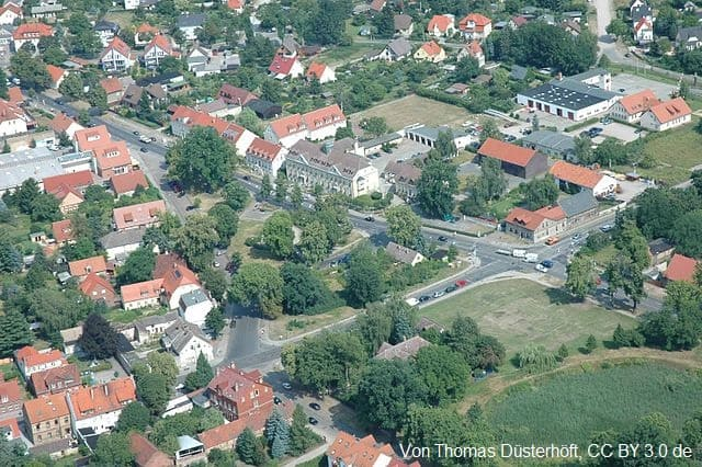 Grabstein in Falkensee Drohnenbild