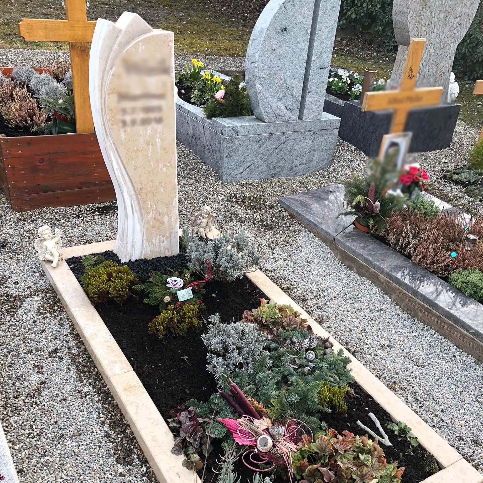 schönster Einzelgrabstein mit Beschriftung