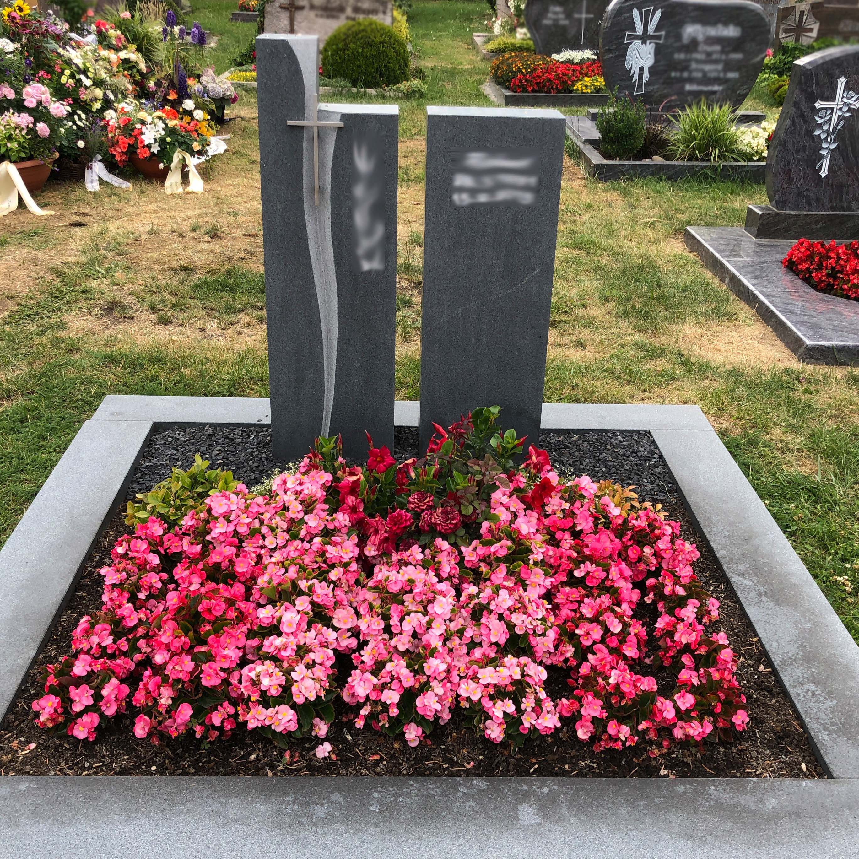 schlichter Doppelgrabstein mit Wellenlinie Kreuz