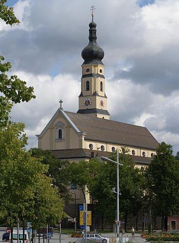 Deggendorf-Kirche-Friedhof-Steinmetz